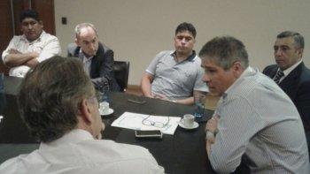 El vicegobernador Pablo González, junto a funcionarios provinciales y secretarios de petroleros jerárquicos y convencionales, se reunieron en Buenos Aires con directivos de PAE.