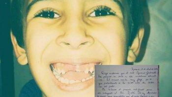 Se le cayó un diente en la escuela y la maestra le escribió al Ratón Pérez