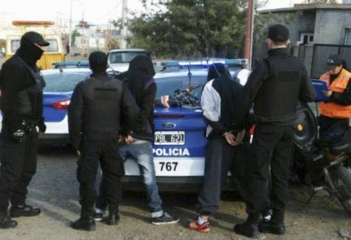 Los sujetos que habían sustraído una moto desde el patio de una vivienda del barrio Rotary 23 fueron reducidos por policías del Comando Radioeléctrico.
