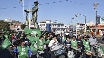 Dirigentes y militantes de ATE, ADOSAC, Judiciales, PO y MST, entre otros, marcharon por las avenidas céntricas en adhesión a la movilización nacional por el Día Internacional del Trabajo.
