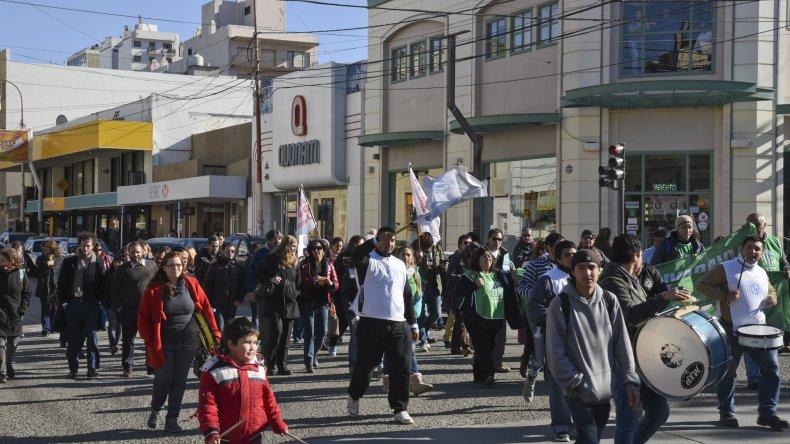 Referentes gremiales de diversos sectores hicieron oír su protesta contra el gobierno de Macri.