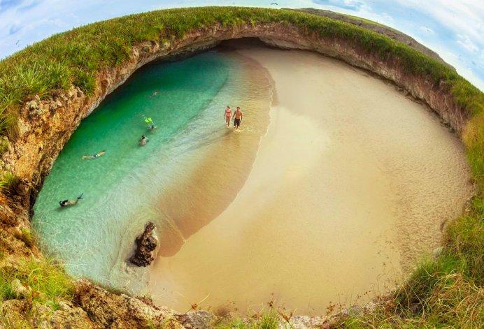 La playa del amor es considerada una de las maravillas de México.