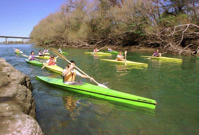 Además son muchas las actividades acuáticas que se pueden realizar en río Negro.