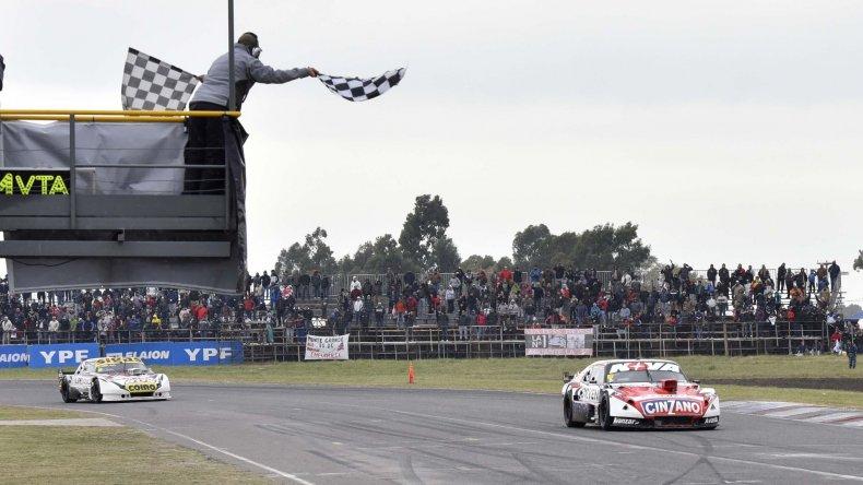 Matías Rossi y el Chevrolet llegan primero en la histórica competencia disputada en Olavarría.