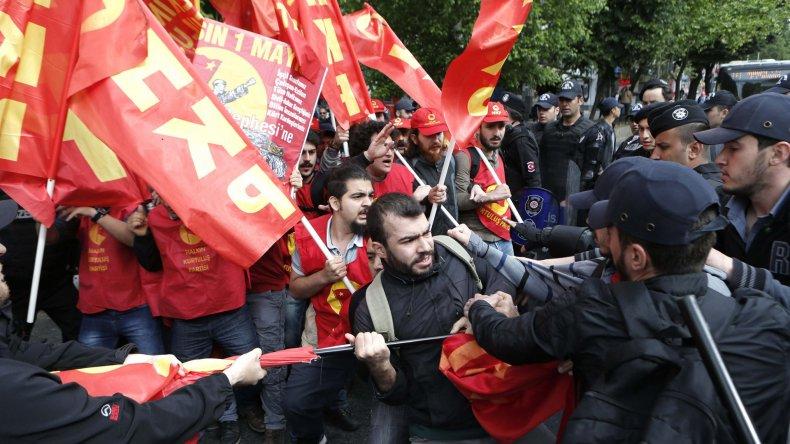 Las protestas en Turquía donde las manifestaciones están prohibidas y fueron reprimidas por la policía.