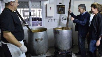 Macri participó ayer del festejo por el Día del Trabajador en la sede porteña del gremio de los gastronómicos donde posó para la foto con las ollas de locro.