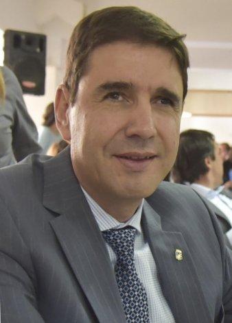 Pablo Calicate dijo que el intendente Facundo Prades parece cumplir solamente el rol de pagasueldos y descuida otros compromisos comunitarios.