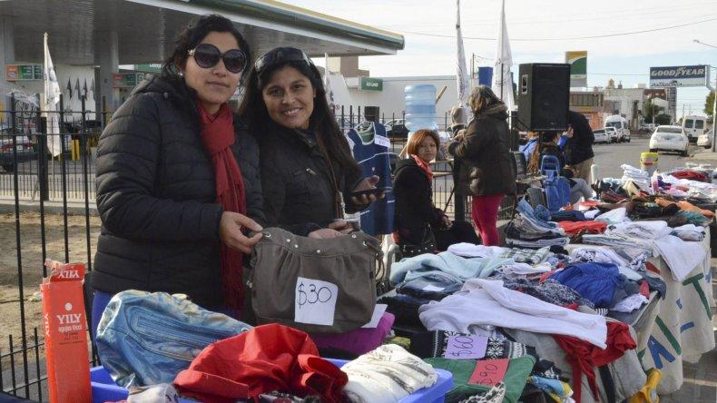 Las ferias garaje de los docentes volvieron a cobrar impulso en Caleta Olivia
