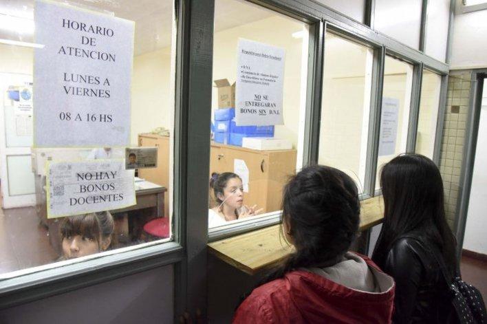 Se normalizó la entrega de bonos estudiantiles