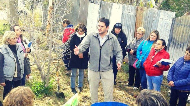 Alfonso Beloqui del INTA dictando el curso de compostaje.