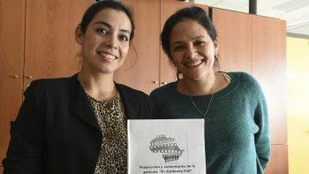 Los planes de ajuste estructural que se aplicaron en Argentina también se aplicaron en Africa, explica la profesora Julieta Martínez (derecha).