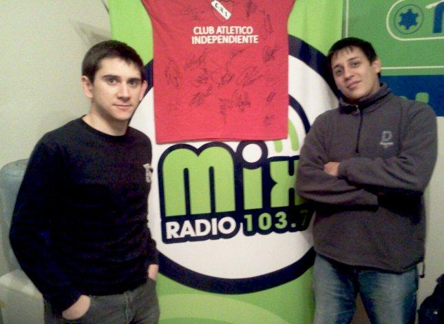 Martin Treffinger y Rodrigo Salazar son dos de los integrantes del programa radial Sangre Roja CR que hoy está de festejo.