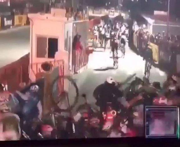 La carrera ciclista más corta del mundo por el tropiezo de un policía