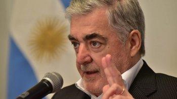 El gobernador Mario Das Neves, en alusión a PAE, dijo ayer que el empresario que no cumple, se irá por la ruta 3.