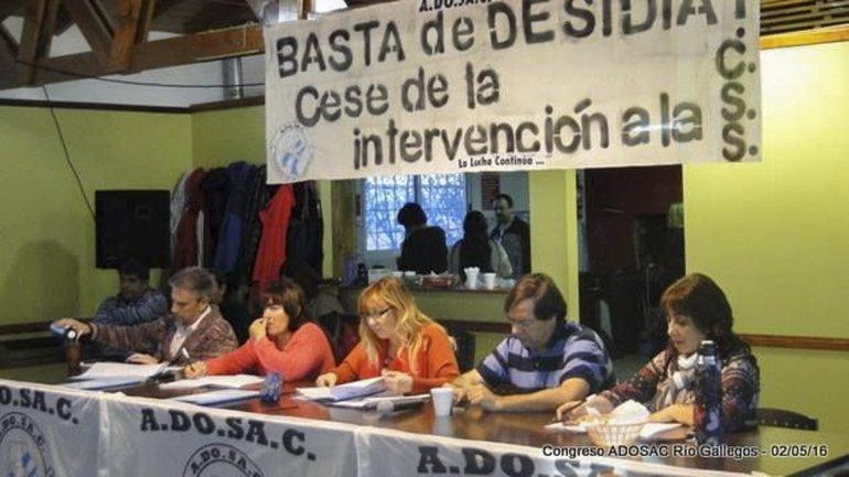 Los docentes en el congreso provincial que se realizó el lunes en Río Gallegos.