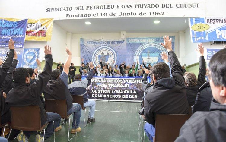 Distintos gremios estuvieron presentes en el plenario que definió la convocatoria a un paro de 12 horas para el viernes.
