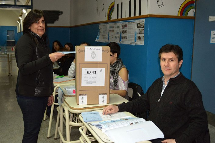 Alejandra Marcilla preside la Comisión Especial del Parlamento Patagónico en la Legislatura Provincial.