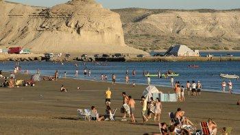 polemica en puerto piramides por la construccion de un edificio en la costa