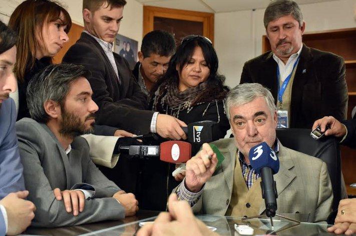 Das Neves planteará menores tarifas aéreas y más vuelos para Chubut