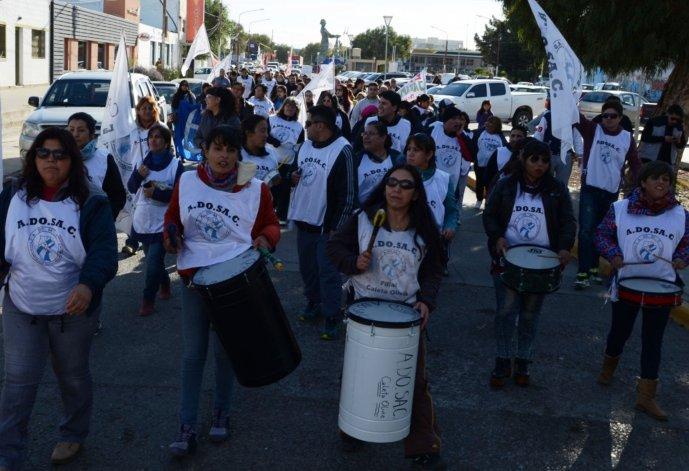 Docentes culminaron el reclamo de esta semana con una marcha por las avenidas céntricas de la ciudad del Gorosito.