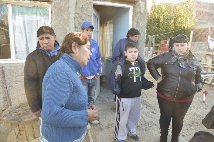 Los familiares del fallecido esperaron 13 horas por un vehículo que trasladara el cuerpo a la morgue.
