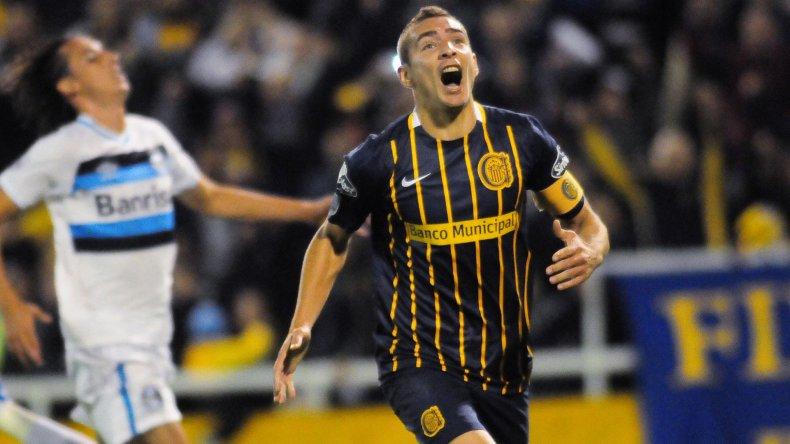 Marco Ruben festeja uno de sus dos goles en la noche rosarina.