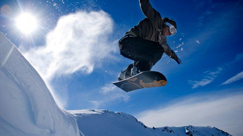 La Hoya ofrece la posibilidad de practicar diferentes deportes: el Esquí Alpino