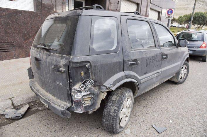 Embistió una Ford EcoSport estacionada frente a la Fiscalía