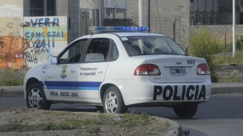 Personal de la Comisaría Seccional Segunda acudió al llamado de una vecina y constató la muerte del joven.