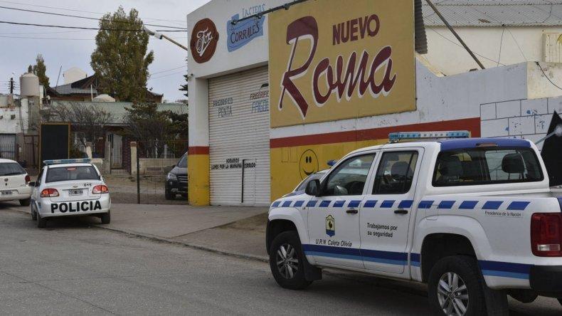 Los individuos que asaltaron el mercado Nuevo Roma se llevaron más de 5.000 pesos de una caja registradora y la billetera de un cliente