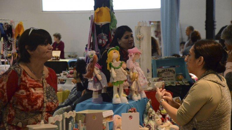 """La Feria """"Revolución"""" reunió  a artistas y artesanos en torno a la creatividad"""