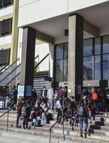 El paro se extenderá durante toda la semana en las distintas sedes de la Universidad Nacional de la Patagonia San Juan Bosco.