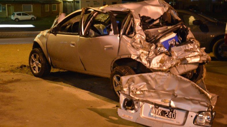 El Chevrolet Corsa quedó seriamente dañado y fue depositado en la Seccional Cuarta de Policía.