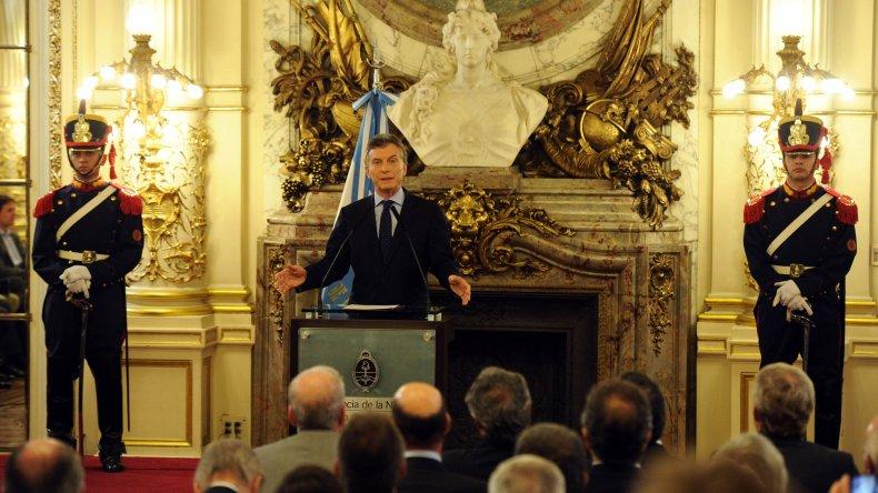 Macri pidió a los empresarios no reducir su plantel laboral