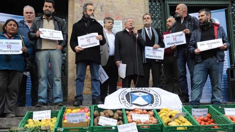 Conferencia de prensa por boicot a los supermercados.