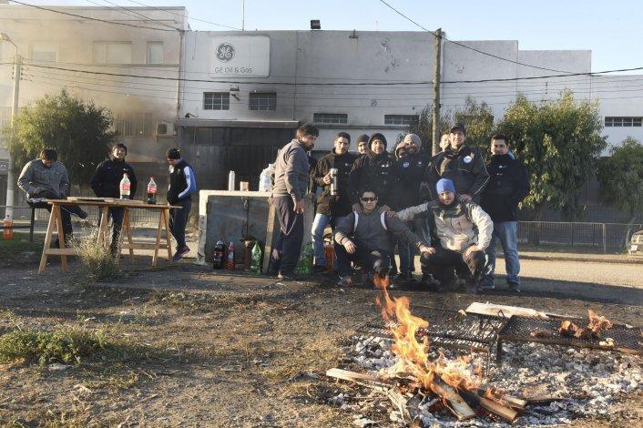 Los trabajadores mantienen tomada la base de General Electric y las dos de Lufkin.