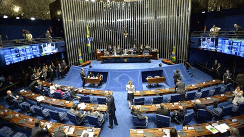El Senado definía el inicio del juicio político a Dilma Rousseff.