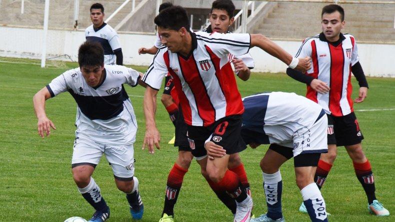 Mauro Villegas aportó un gol y una asistencia en la goleada de ayer en el estadio municipal.