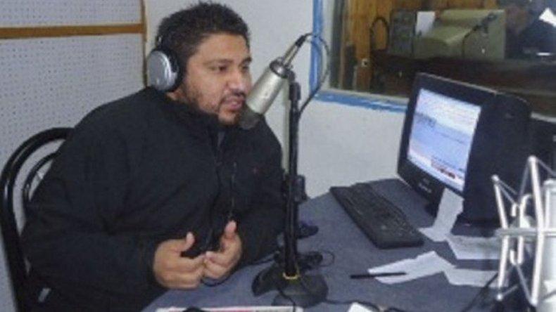 El locutor y propietario de la FM Nueva Generación denunció públicamente que la casa particular del intendente figura como domicilio fiscal de cuatro empresas.