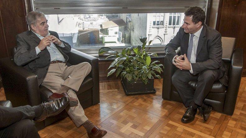 El gobernador Das Neves y su ministro de Salud se reunieron en Buenos Aires con el titular del PAMI y el representante de la obra social en Chubut.