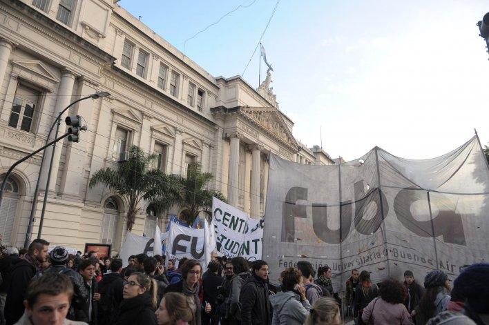 Marcha en defensa de la universidad pública.