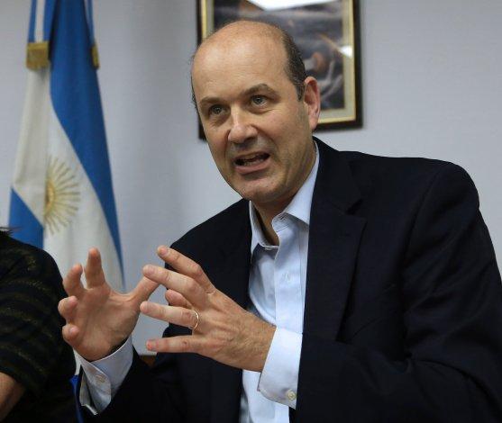 El presidente del Banco Central señaló que el camino para bajar la inflación es contraer el consumo.