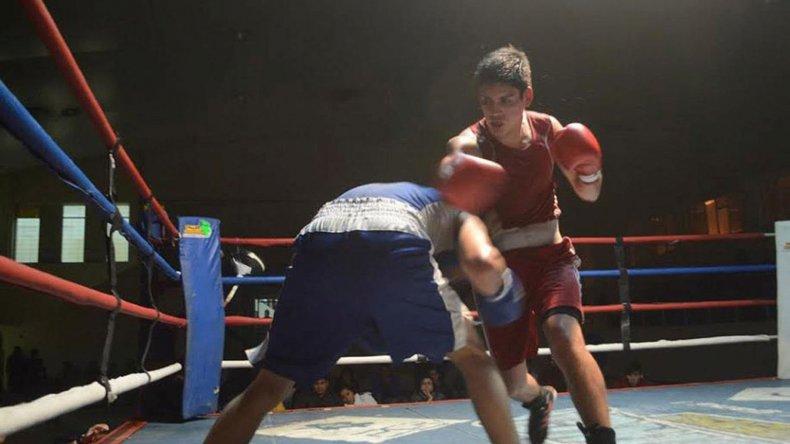 El boxeo amateur volverá esta noche a tener una cita importante en el gimnasio municipal 1 de Comodoro Rivadavia.