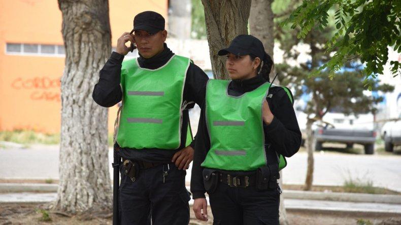 Efectivos de la Policía de Santa Cruz comenzarán a percibir a partir de junio el incremento salarial.