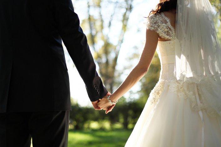 La conoció por Internet y se casó sin saber que era su nieta