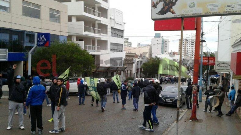 Feroz enfrentamientos entre el SOUCCH y UOCRA: hay 5 personas heridas