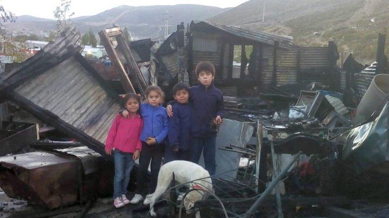 Una mamá y sus seis hijos piden ayuda tras haber perdido su casa
