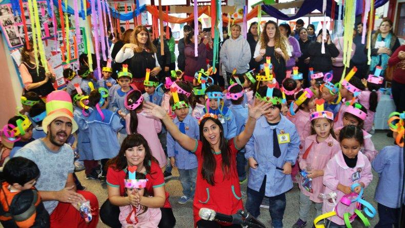 Los jardineritos del 438 celebraron el aniversario de la institución con una gran fiesta y el show de Risotadas.
