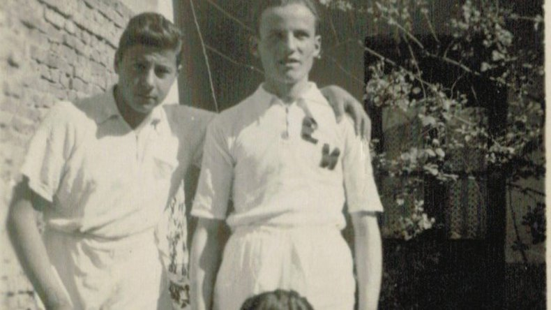 Eduardo Bernal – izq- en Santa Rosa (La Pampa) cuando se consagró campeón provincial en Disco y Bala.