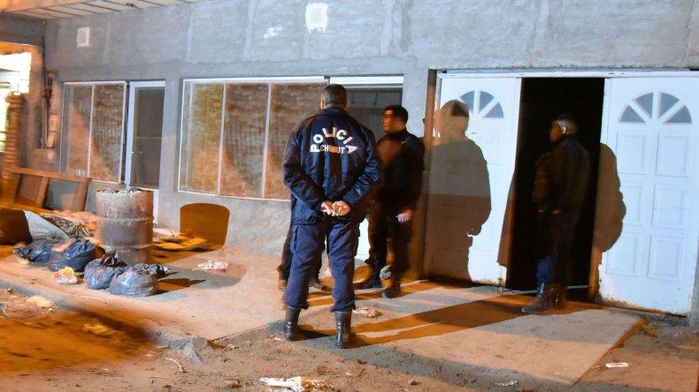 La vivienda donde el jueves por la noche la policía secuestró 16